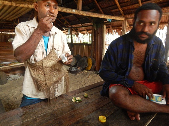 папуасы едят битлнат